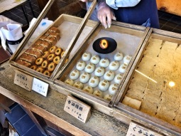 Snack selling in Koyasan