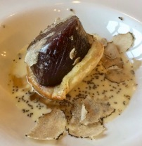 Blackend onion with truffels