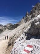 The path to Drei Zinnen Hütte