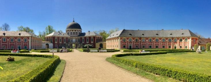 Castle Veltrusy from front