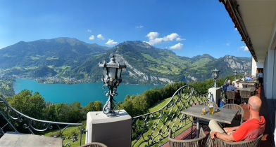 Cold drinks with a Walensee view