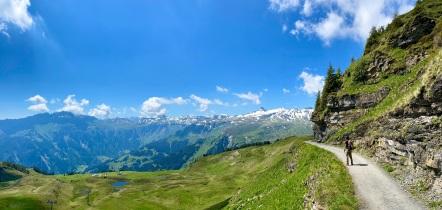 Walking toward the Spitzmeilenhütte