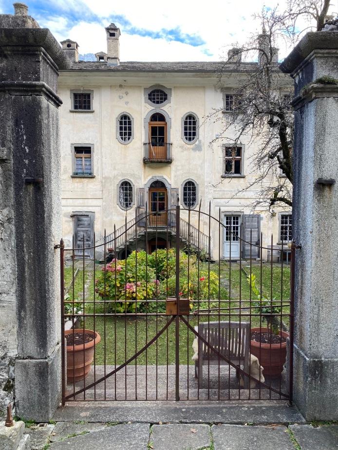 A secret garden in Soglio